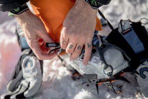 Ini gear buat jalan diatas jalanan yang icy dan licin di Greenland atau SPIKES GRIPS istilahnya. Photo credit: Mads Phil, VG